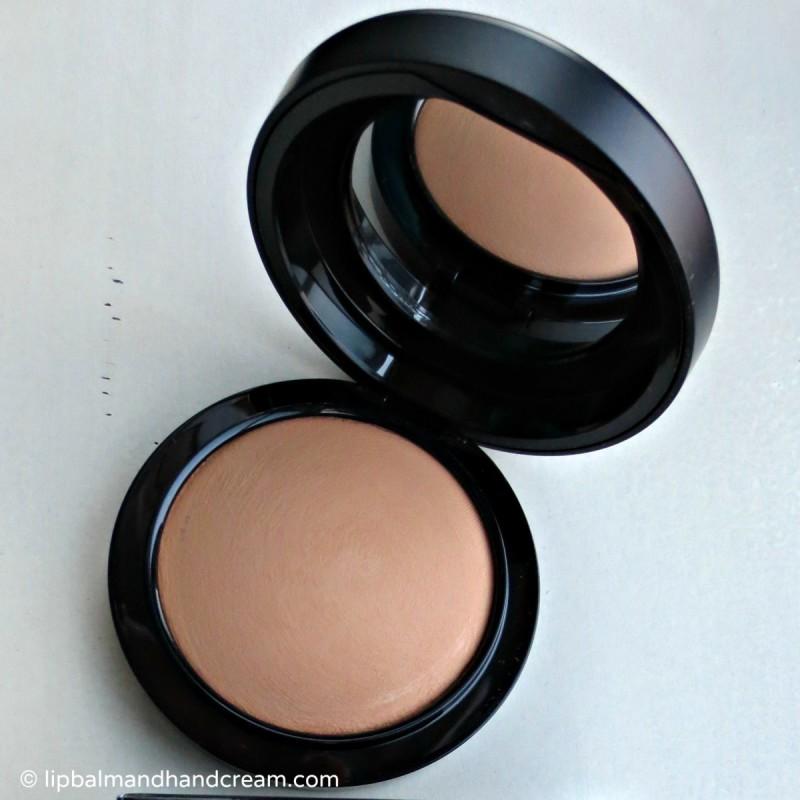 MAC mineralize skinfinish natural powder in medium tan